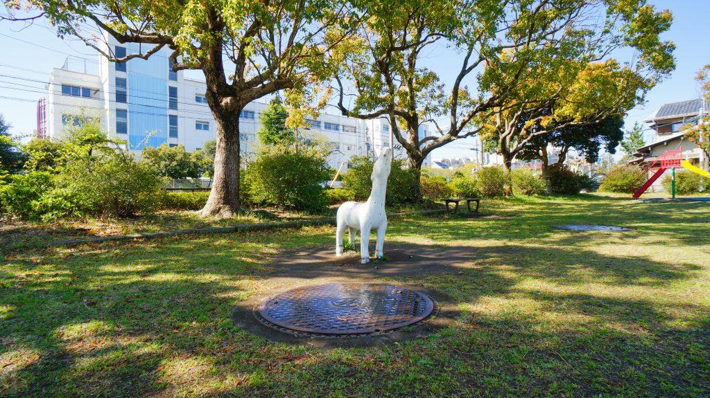 須賀公園 遠吠えする犬